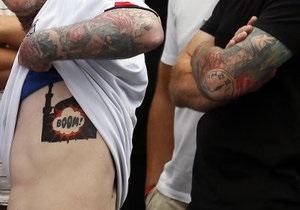 Новини Великобританії - теракти в Британії - Жителя Великобританії заарештували через татуювання із зображенням вибуху мечеті