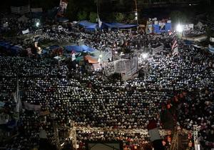 Переворот у Єгипті - Мурсі - Тисячі прихильників Мурсі влаштували ходу до будівель Міноборони