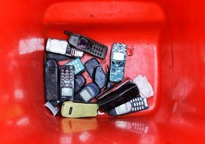Німці знайшли у сім-картах вразливість, що загрожує мільйонам телефонів