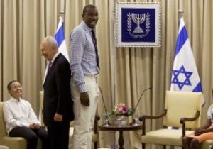 Фотогалерея: Первый трофей Баварии и визит к Президенту Израиля. Спортивные кадры недели