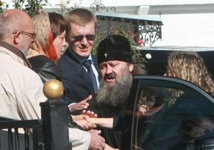 Київ - Лавра - автомобіль - Владика Павло про свій Mercedes: А на чому мені їздити?
