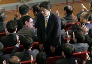 Критика прем'єра Японії свого попередника закінчилася судовим позовом