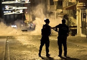 У Стамбулі й Анкарі пройшли масштабні сутички протестувальників з поліцією