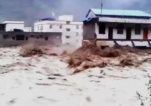 У Китаї повінь знесла багатоповерхівки