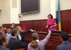 Київрада - вибори - протест - Герега відкрила засідання Київради і оголосила перерву