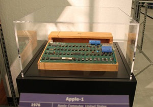 Apple-1 - аукціон - Один із перших комп ютерів Apple пішов з молотка за $400 тисяч