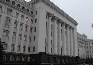 Міліція затримала активістів, які прийшли привітати Януковича у масках відомих диктаторів