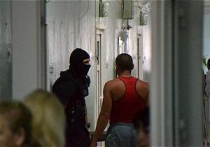Врадіївка - зґвалтування - Ірина Крашкова - Постраждалу у Врадіївці Крашкову охороняють бійці Альфа