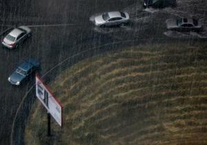 ДАІ нагадала водіям про правила руху під час шторму