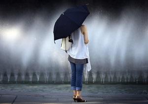 На початку липня на українців чекають сильні зливи, град та шквали