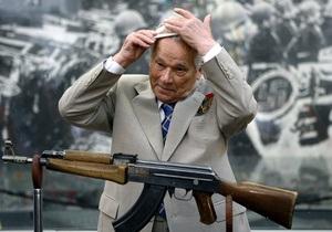 Михайло Калашников прямує у військовий госпіталь у Москві