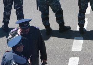 Міліція взяла під цілодобову охорону військові пам ятники
