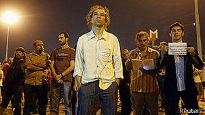 Перфоманс художника надихнув демонстрантів у Туреччині