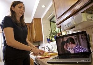 Читання чи перегляд відео під час їжі зменшують смакові відчуття