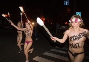 Лукашенко - рух Femen - Цієї ночі в Києві Femen влаштували акцію проти Лукашенка