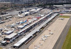 Полетели над Парижем: во Франции открылся юбилейный авиасалон Ле Бурже