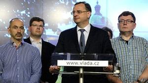 Прем єр-міністр Чехії йде у відставку