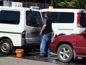 Новини Києва - Київських водіїв штрафуватимуть за миття авто в недозволеному місці