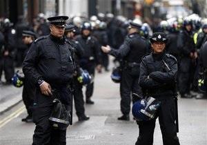 У Бірмінгемі невідомий скоїв напад на мечеті. Поранення отримали чотири людини