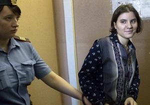 Скарга умовно засудженої учасниці Pussy Riot на адвокатів дійде до суду