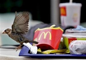 В Киеве девушка-инвалид добилась компенсации от McDonald s за неуважения
