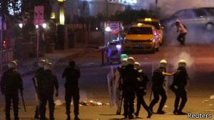 Спецзагони поліції ввійшли на площу Таксім у Стамбулі