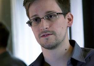 Ассанж підтримує контакт зі Сноуденом через третіх осіб