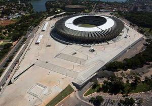 Бразилія за рік до Чемпіонату світу з футболу: проблеми з транспортом і безпекою