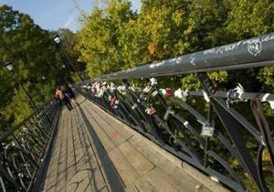 новини Києва - Дівчина, яка стрибнула з Мосту закоханих, була студенткою КПІ