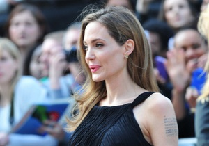 Прем єра в Лондоні. Анджеліна Джолі у сукні Yves Saint Laurent