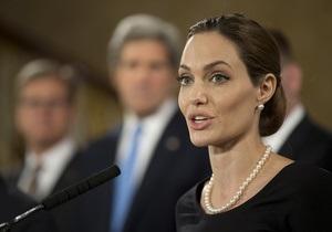 Анджеліна Джолі видалила груди - Анджеліна Джолі рада, її операція змусила говорити про жіноче здоров я весь світ