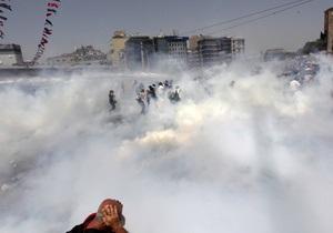 Масові заворушення у Стамбулі: Не менш ста постраждалих