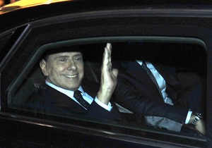 Двоє італійських шоуменів стали обвинуваченими у справі секс-вечірок Берлусконі