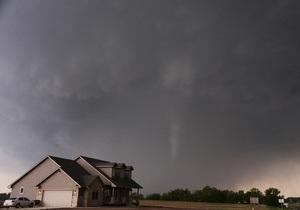 Новини США - торнадо - Дев ятеро людей постраждали внаслідок торнадо в Оклахомі і Арканзасі