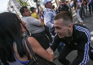 Тітушко - побиття журналістів - МВС - Журналісти оприлюднили інструкції ПР із висвітлення подій на мітингу 18 травня