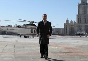 Скатертю доріжка: Медведєв не засуджує тих, хто хоче виїхати з Росії