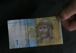 Долар на міжбанку тупцює навколо психологічної позначки