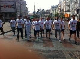 Активісти Батьківщини у футболках з написом Юлі - волю! взяли участь у Пробігу під каштанами