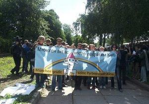 Новини Києва - гей-парад - Противники гей-параду намагалися порвати плакати учасників Маршу рівності, є затримані