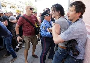 Мітинг - напад на мітингу - напад на журналістів - МВС - Журналістку Сніцарчук викликали до міліції для впізнання одного з нападників
