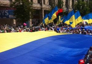 У Києві проходять два багатотисячні мітинги