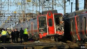 Десятки людей було поранено у лобовому зіткненні потягів у США