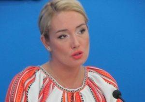 Розинська заявляє, що їй погрожували п ятеро невідомих в адмінсуді Києва