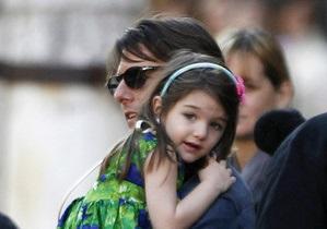 Чутки про те, що семирічна донька Тома Круза запустить лінію одягу, не підтвердилися