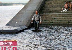 Вода з Дніпра затопила переходи на Набережному шосе