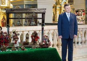Янукович привітав українців з Великоднем