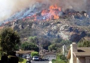 Новини Каліфорнії - пожежа - Лісова пожежа стала причиною евакуації тисяч каліфорнійців