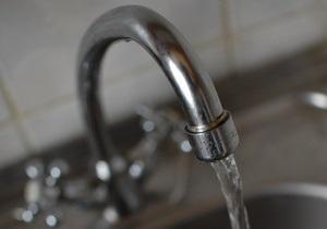 Корреспондент з ясував, чому вода з-під крана в Україні небезпечна для здоров я
