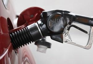 Виробництво бензину та дизпалива в Україні впало вдвічі