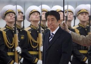 Прем єр-міністр Японії прибув з візитом до Росії